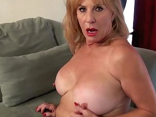 Yankee Gilf Sindee Dix Gets Horny In Pantyhose