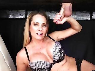 Sexy Cougar Tugjob
