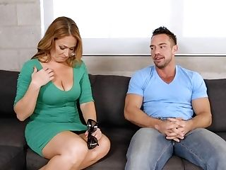 Curvy Mom Elexis Monroe Gets Her Big Tits Tongued