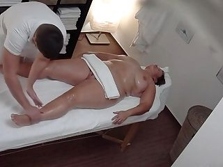 Chubby Mummy Gets More Than She Expected When Getting A Rubdown