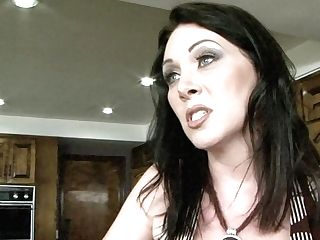 Dark Haired Rayveness Gives Never-to-be-forgotten Deep Throat Hard Cocked Man