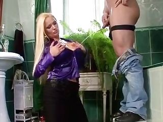 Chick Gets Her Sweet Labia Gobbled And Finger Drilled Hard