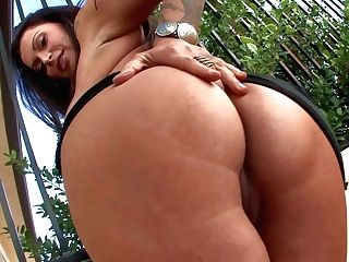 Bootylicious Mummy Nikita Denise Strips Out Of Her Brief Taut