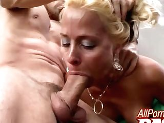 'hot Matures Payton Leigh Gets Her Dick'