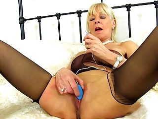 Uk Gilf Elaine Joys Her 60-year-old Nub With A Hook-up Plaything