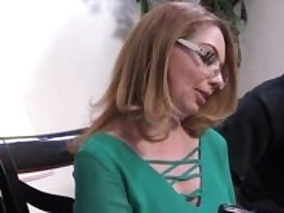Cougar Stunner Kiki Daire Gets Interviewed At Dogfart