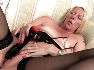 Kinky Pierced Housewife Masturbating Until She Squirts - Maturenl