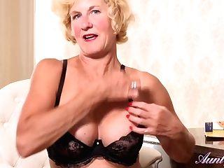 Granny Molly Maracas - Twat Fumbling