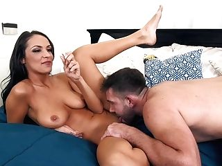 Hot Mummy Sofi Ryan Makes Love With Junior Dude