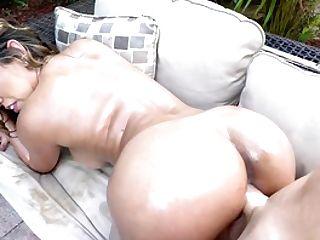 Fucking A Fine Culo Latina Mummy In The Backyard