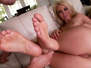 Aaliyah Love Has Some Real Sexy Feet And She Is