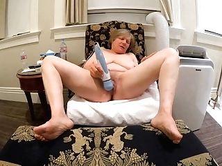 Gilf Gets Her Rocks Off At Victorian Motel