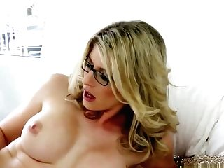 Momma Dildoing Herself And Teenagers Vagina After Munching It